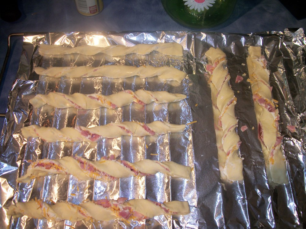 Dish up Simple Ham & Cheese Sticks for your New years Party this year #Recipe