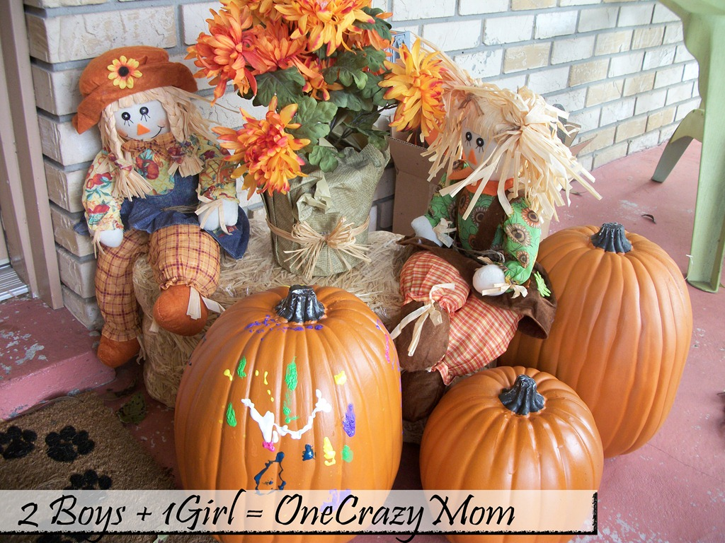 Simple Pumpkin Decorations with Puff Paint