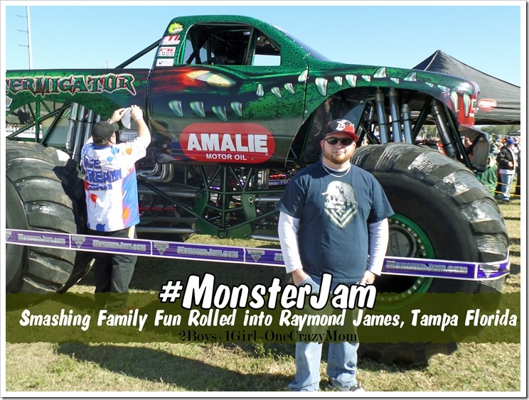 Jam it, crush it and just AWESOME family fun rolled into Raymond James Stadium in Tampa Florida for the #MonsterJam
