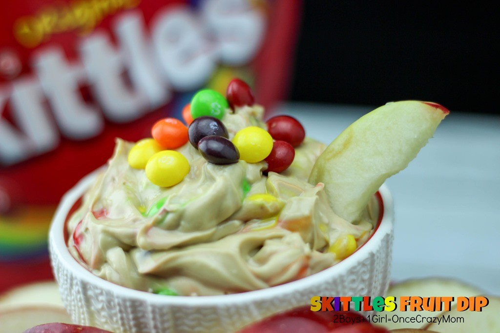Create a Slam Dunk fruit dip for your next sports event #SkittlesTourney