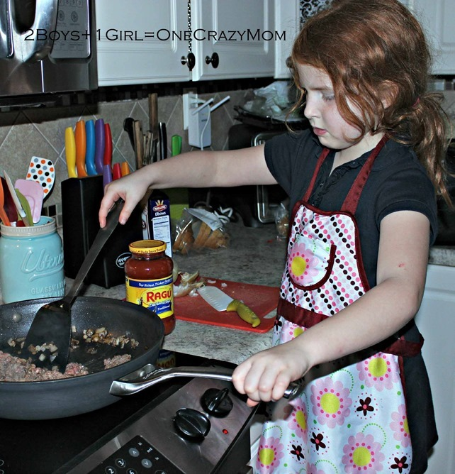Let the family help with dinner and make it #Saucesome copy