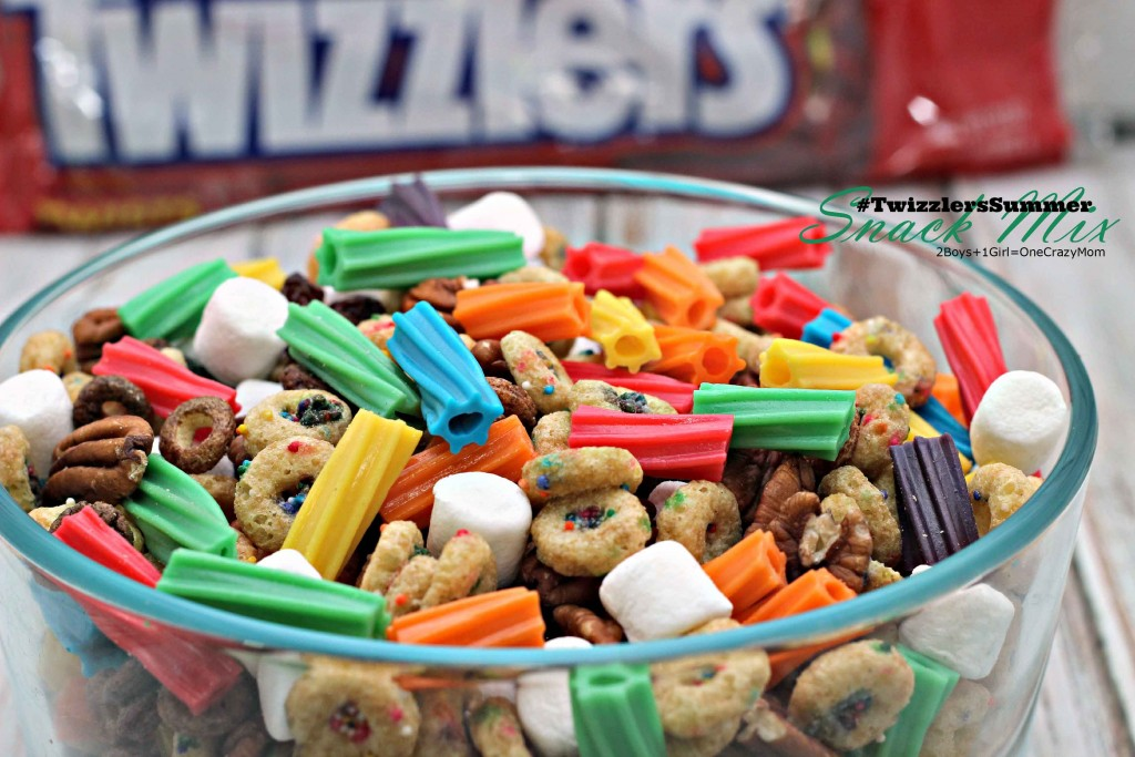 Make it a #TwizzlersSummer with a simple snack mix and printable