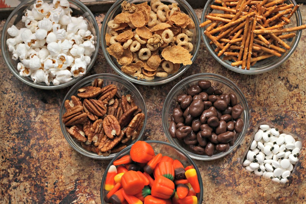 This is what you need for the Halloween Snack Mix #CreativeHop #Recipe idea