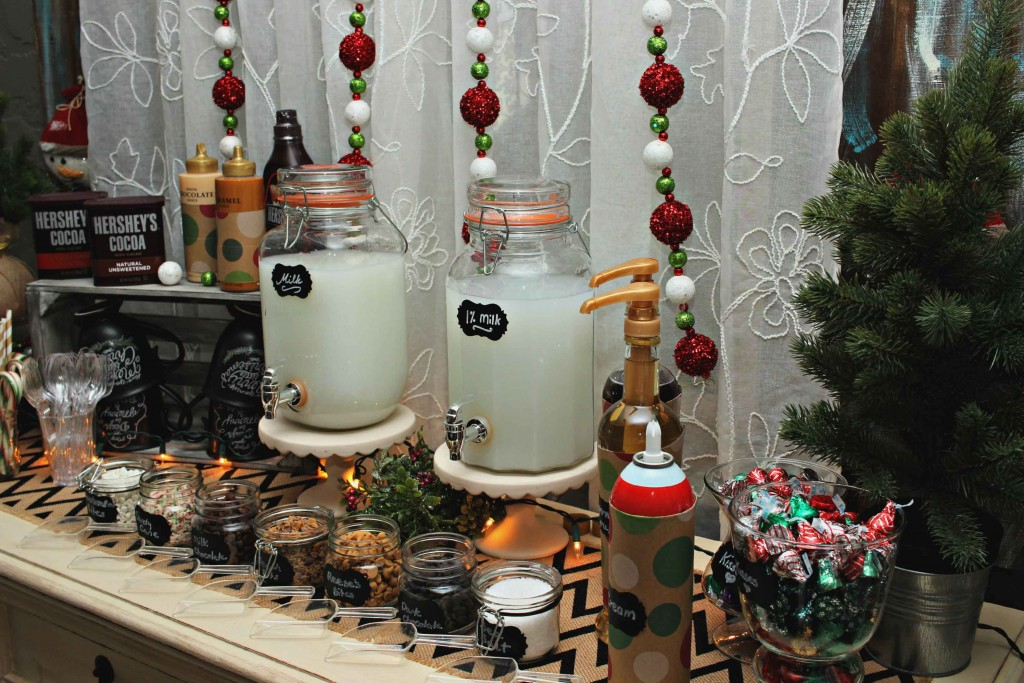 Start #NewTraditions this holiday season and kick it off with a Hot Chocolate Candy Bar
